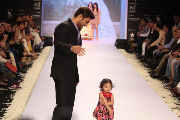 Manav Gohil with daughter