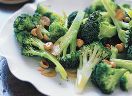 Broccoli-With-Toasted-Garlic-and-Hazelnuts