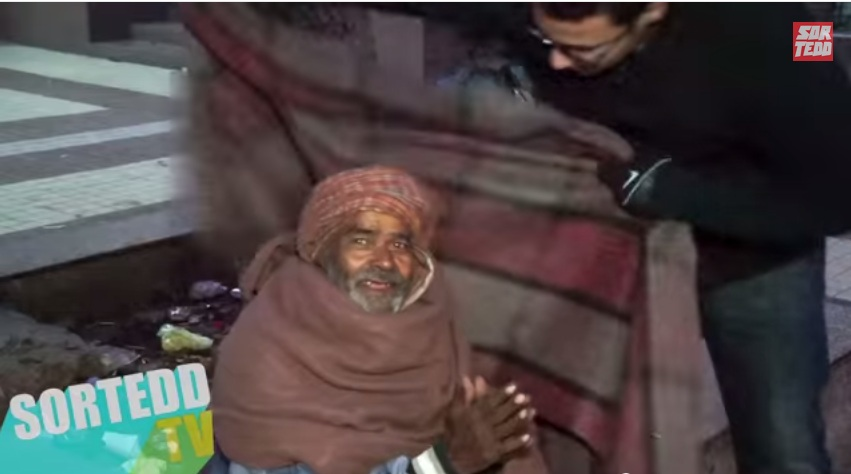 Helping the Homeless by giving them blankets