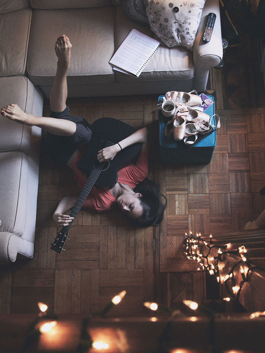 Home-Stage-I-photograph-dancers-in-their-own-homes playing guitar