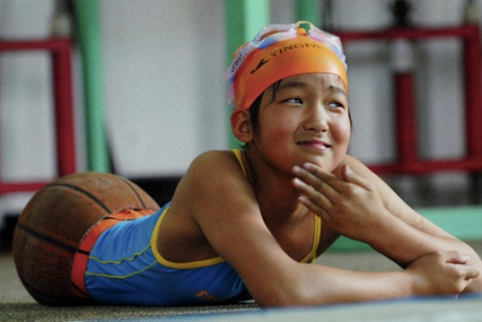 Qian Hongyan swimming