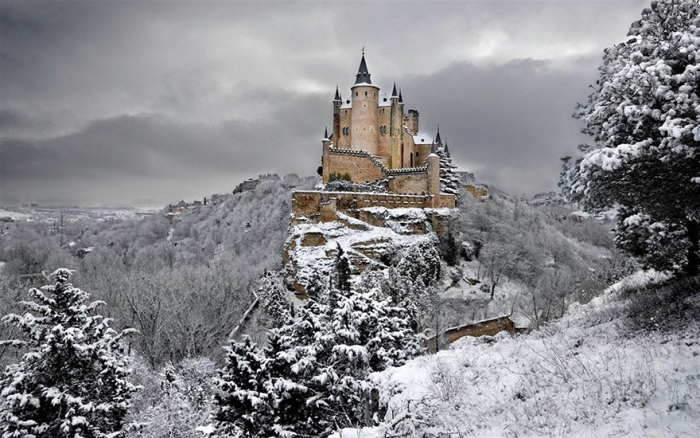 Snow White – Segovia Castle, Spain real