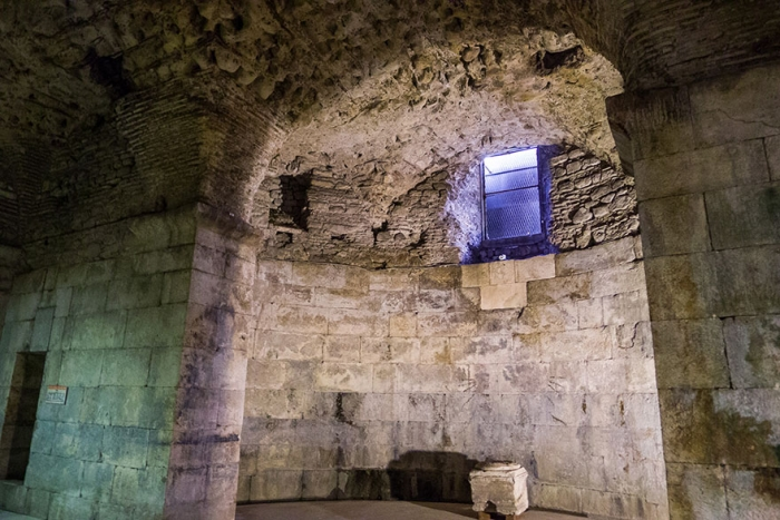The Basement of Diocletian's Palace (Split) – Daenerys' Throne Room 2