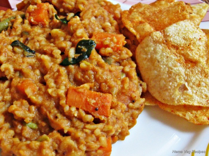 bisi-bele-bath-with-potato-chips
