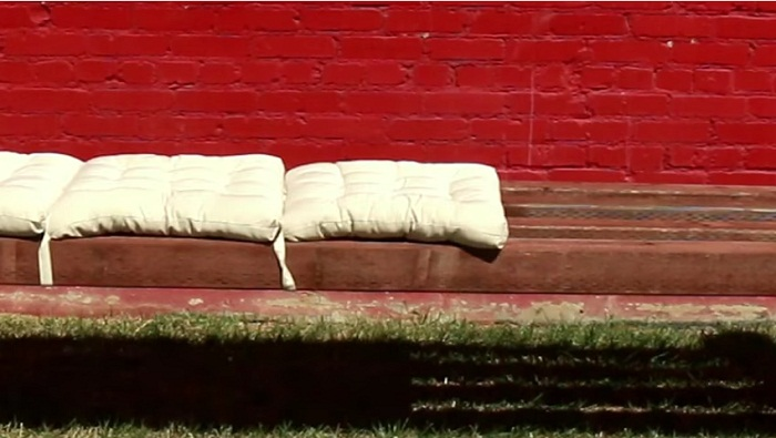 building a bench in 50 secs lay cushions