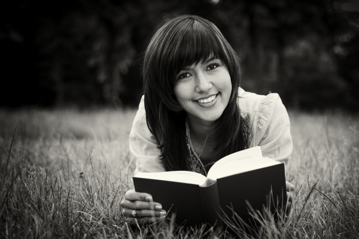 bw-girl-reading