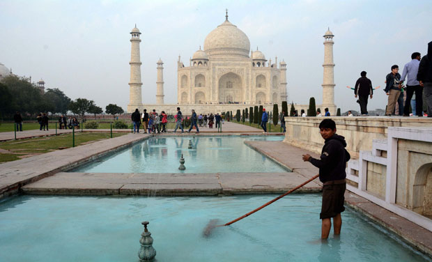 cleaning taj fountains