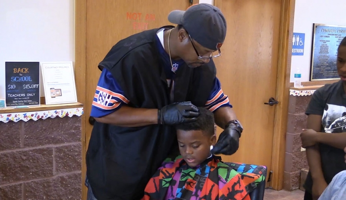 courtney-holmes-barber-giving-haircut-to-kids-who-read - Copy