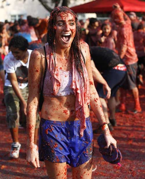 girl during tomatina festival