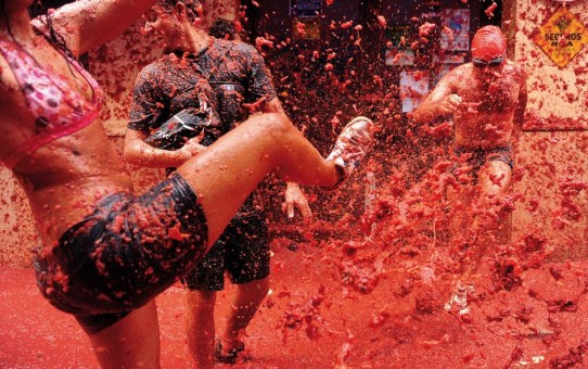 tomatina-festival-spain-bunyol-tomatoe-fight-13-542x340
